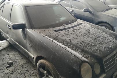 """Легковий автомобіль марки """"Mercedes-Benz"""", модель """"E420"""", 1997 року випуску, реєстраційний номерний знак 6Р75700, кузов № WDB2100721A334907, сірого кольору"""