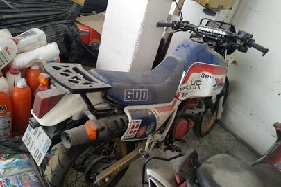 Мотоцикл марки «HONDA», модель «PD03», номер рами PDO4-5202913, рік випуску не встановлено, реєстраційний номерний знак Франції BY-551-QB, тип двигуна – бензин