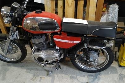 Мотоцикл марки «JAWA», модель «350», рік виробництва не визначено, ідентифікаційний номер TLJ638103LT534278, без реєстраційного номерного знаку, червоного кольору, некомплектний