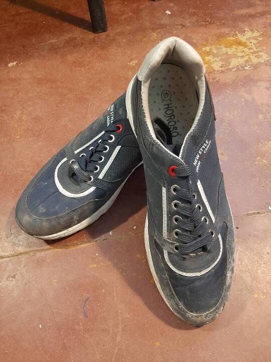 Кросівки чоловічі синього кольору з білою підошвою на шнурках 43 розміру, 1 пара, б/в
