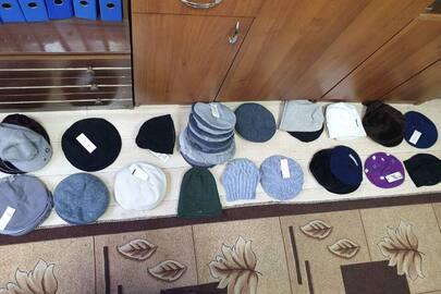 Жіночі та чоловічі шапки в кількості 41 шт.