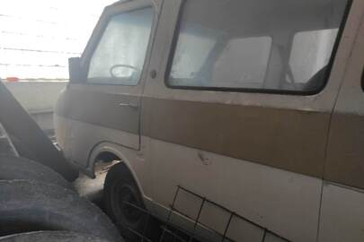 Мікроавтобус пасажирський РАФ модель 220301, державний номер АР9510СЕ, 1993 року випуску, білого кольору, номер шасі 255983