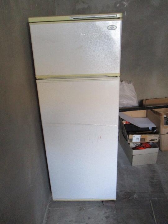Холодильник білого кольору «Минск», двокамерний, б/в