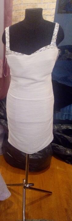 Плаття вечірнє коротке білого кольору