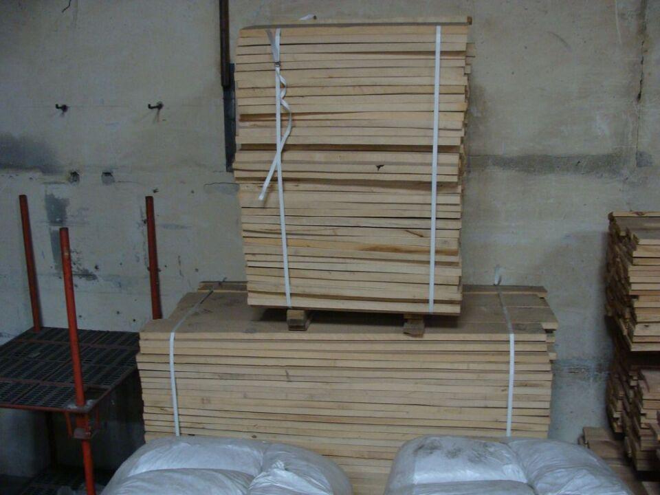 Пиломатеріали розпилені уздовж, нестругані та не шліфовані, які не мають торцевих з'єднань,з граба в кількості 535 шт. , товщина кожного 32 мм., ґатунок А та Б – 3,438 куб.м.
