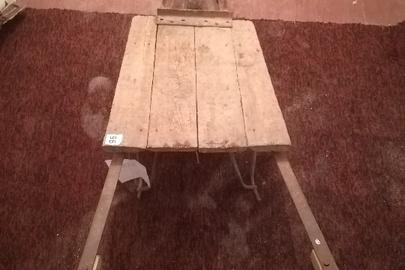 Тачанка дерев'яна на металевій основі