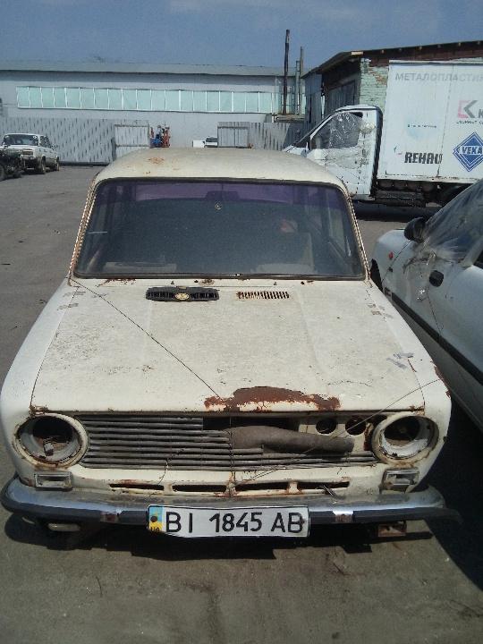 Колісний транспортний засіб: легковий седан, марка ВАЗ, модель 2101 , ДНЗ ВІ1845АВ, рік випуску 1974, білого кольору
