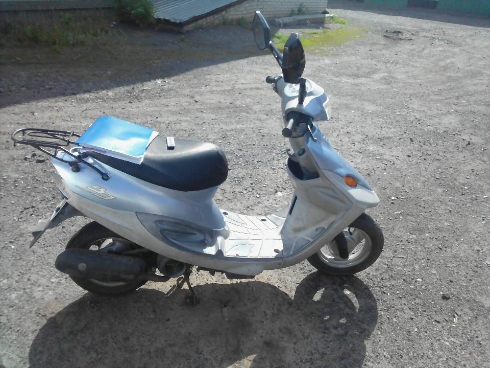 Колісний транспортний засіб: мопед, марки YАМАНА, модель JOG, двигун № А138Е214900, 2004 року випуску, синього кольору
