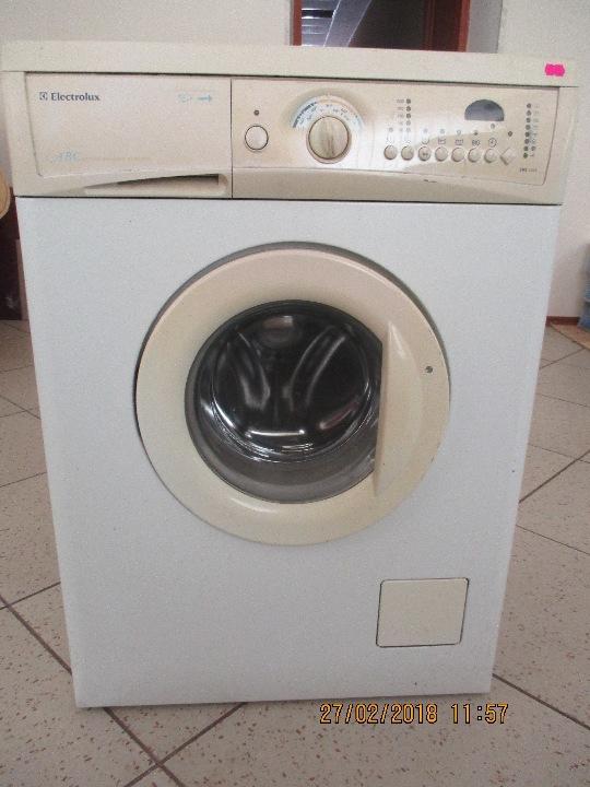 Пральна машина Electrolux, модель ЕWS1046, білого кольору