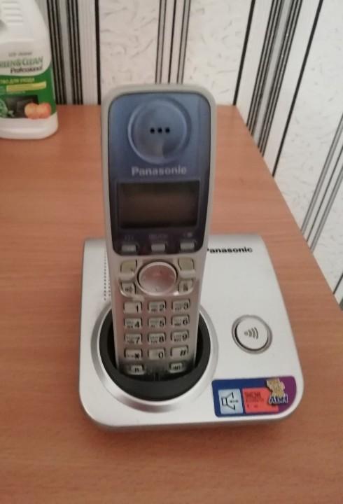 Стаціонарний телефон PANASONIK металевого кольору