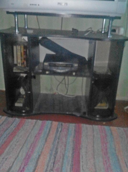 Тумба під телевізор, чорного кольору