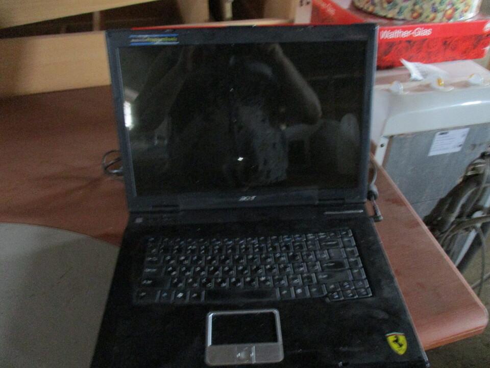 Ноутбук чорного кольору із червоною вставкою, марки ACER, с/н LXFR4051636460D60C2500, б/к робочий стан не перевірявся, з кабелем живлення