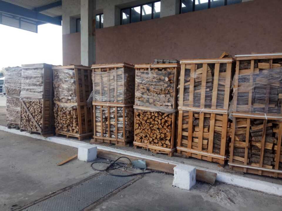 Деревина паливна у вигляді розколотих полін різних порід загальним об`ємом 33,425 м.куб.