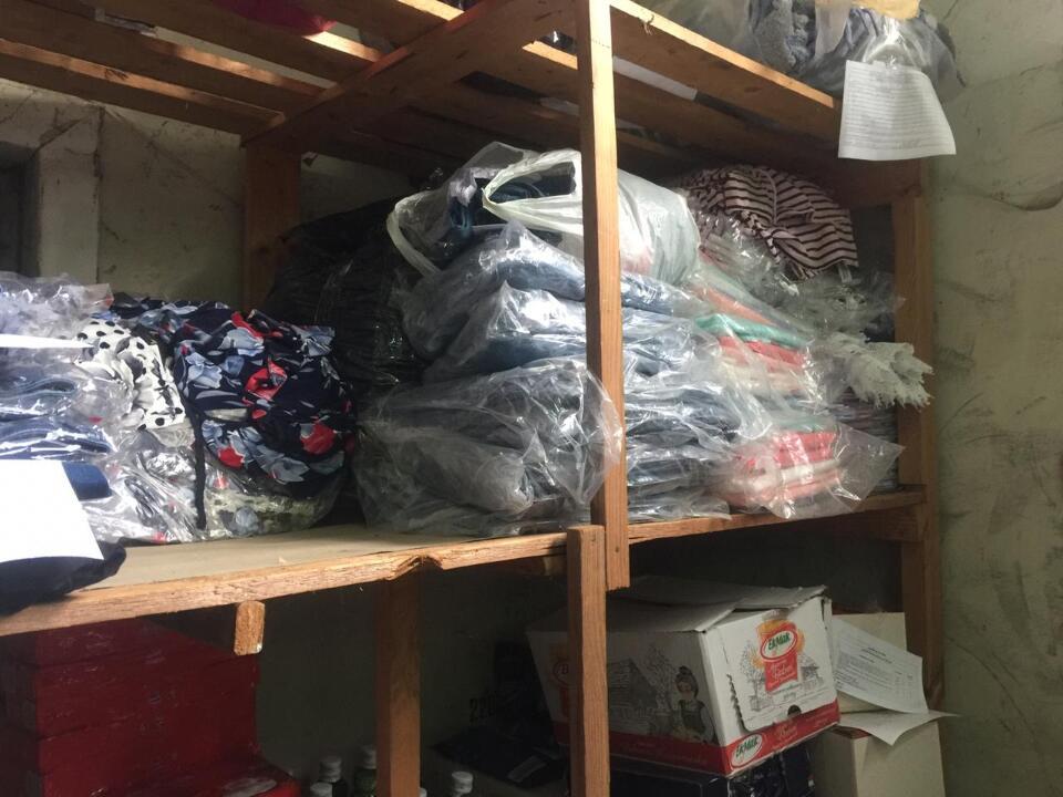 Одяг в асортименті (шкарпетки, штани, футболки, сукні, блузки) в кількості 811 шт.