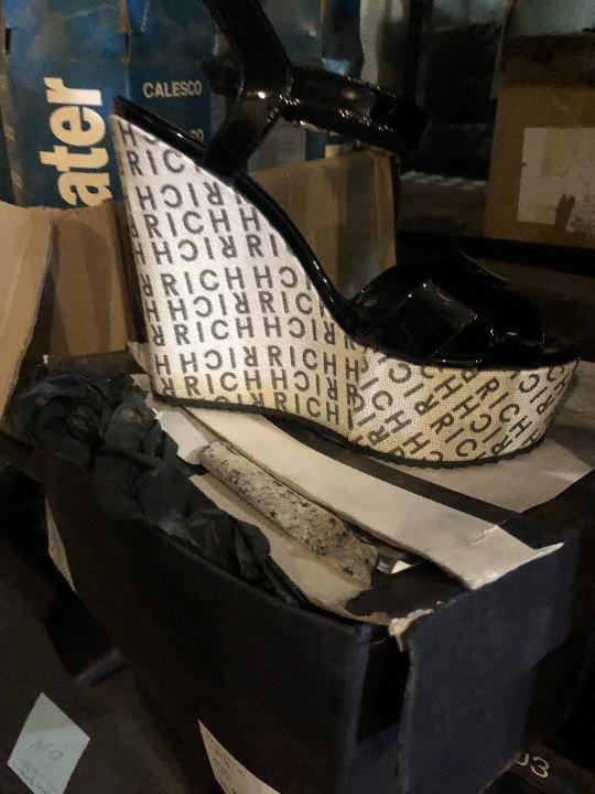 Туфлі з маркуванням