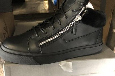 Взуття чоловіче та жіноче торгівельної марки «Giuseppe Zanotti», різних розмірів та моделей, країна виробництва Італія - 4 пари
