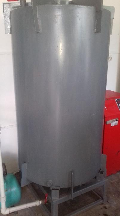 Бойлер саморобний, об'єм приблизно 80 л, сірого кольору