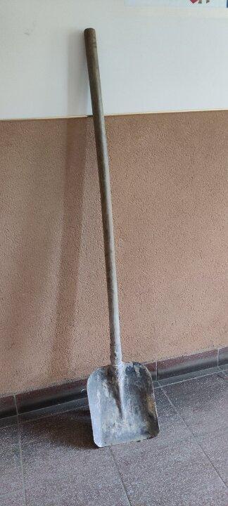 Металева лопата