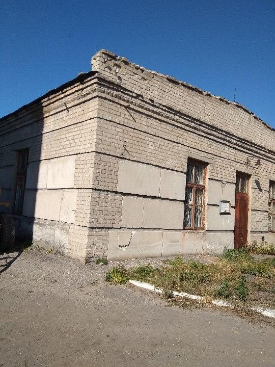 Перша черга будівлі цеху зв'язку, загальною площею 766,50 м.кв. (Літ. В, В1, в), що знаходиться за адресою Луганська область, місто Рубіжне, пл. Хіміків, 2е