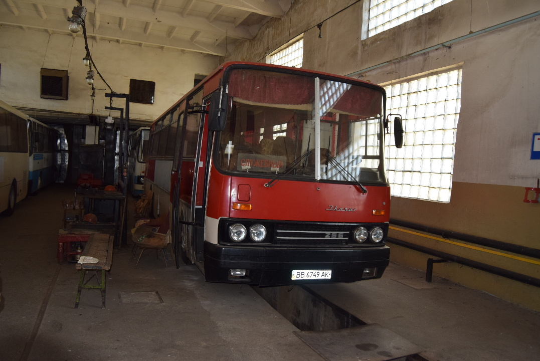 Автобус (пасажирський): IKARUS 256.54, 1987 р.в., червоного кольору, ДНЗ: ВВ6749АК, VIN: 2565419871736