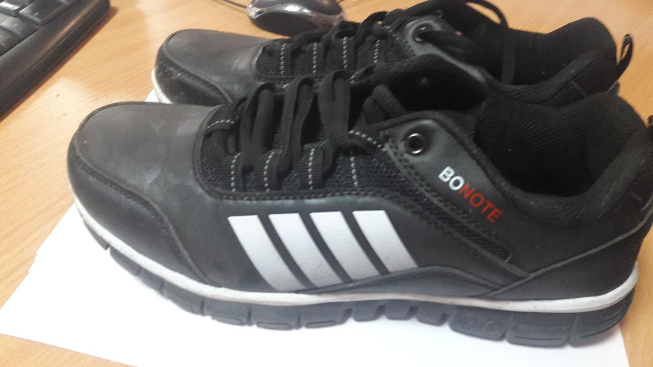 2 поз. б/в: кросівки та телефон
