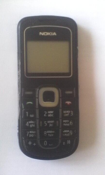 """3 од., б/в: поліпропіленовий мішок білого кольору; запальничка червоного кольору, марки """"BIC""""; мобільний телефон  чорного кольору марки """"Nokia"""""""
