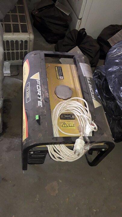 4 поз. рухомого майна (б/в): 1: генератор