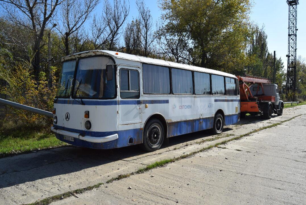 Автобус (пасажирський): ЛАЗ-695Н, 1995 р.в., білого кольору, ДНЗ: ВВ2232АН, VIN: 172706