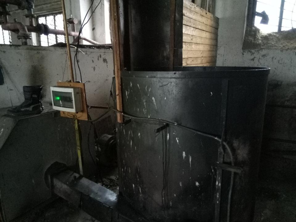 Газогенераторна піч з ємкістю та тирсоподатчиком та блоком управління без будь-якого маркування